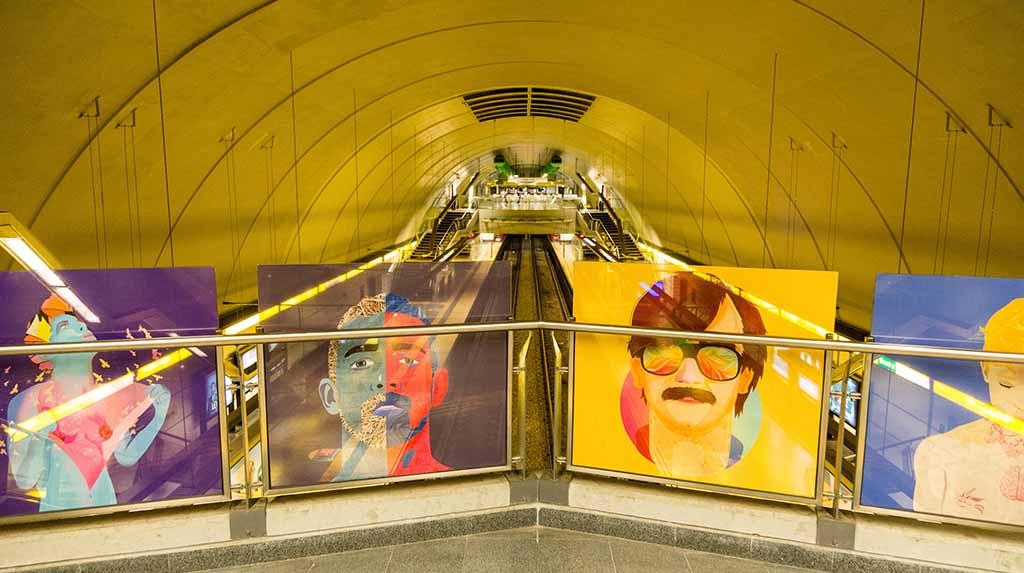 Estação de metrô Santa Fé-Jauregui, obras expostas dentro da estação