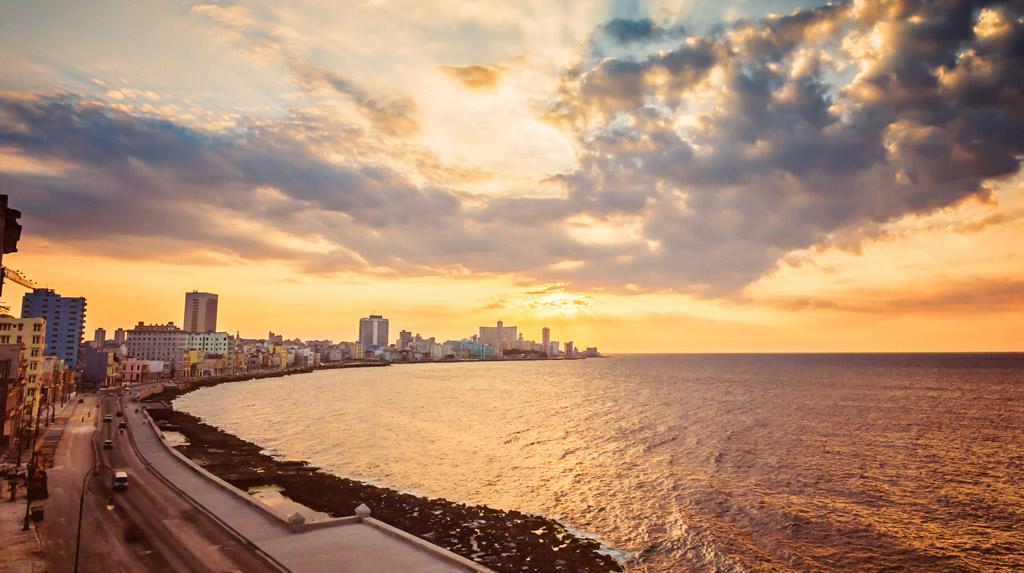 Havana LGBT: Malecón, o endereço mais agitado da noite cubana.
