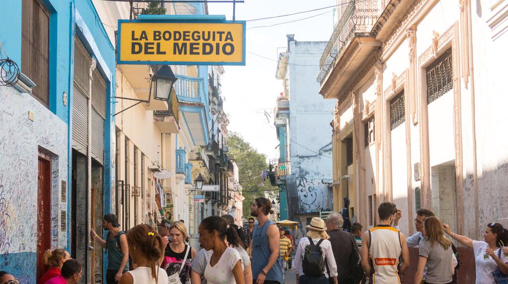 Rua Obismo, com concentração de bares e cafés